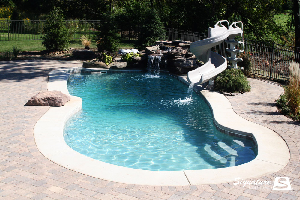 Fiberglass pool picture gallery signature fiberglass for Pictures of small inground pools