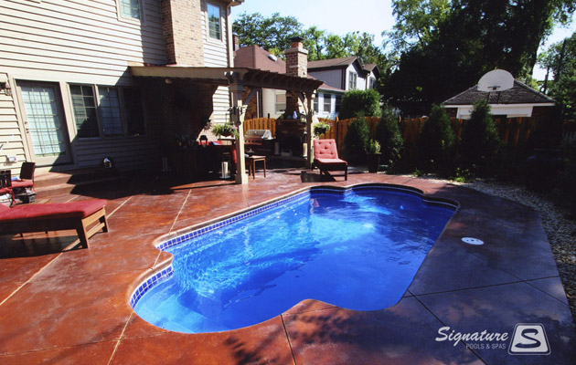 Roman style fiberglass pool from leisure pools signature for Roman style pool design